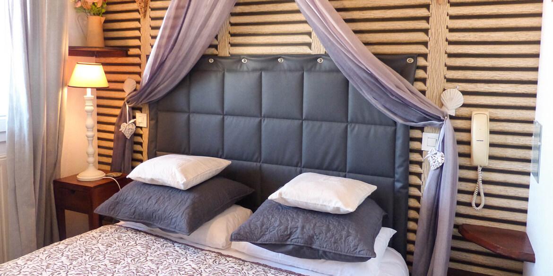chambre mousse h tel les embruns. Black Bedroom Furniture Sets. Home Design Ideas